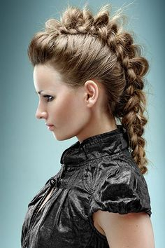 Punk-Zopf im Bow-Braid Style