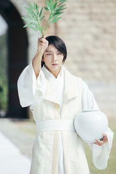 Lee Joon-gi talks about 'Scarlet Heart: Ryeo' during the interview | Koogle TV