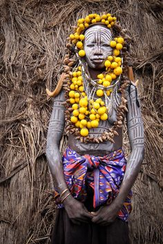 Domenique Mora : African Culture - Mursi Woman In The Omo Valley, Ethiopia African Tribes, African Art, We Are The World, People Around The World, Tribal Face, Africa People, Mursi Tribe, Art Premier, Tribal People