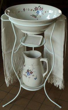 Antico porta catino catino e brocca Laveno macramè Antique basin & pitcher stand.