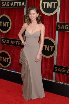 Red Carpet: Screen Actors Guild Awards! On the blog www.starinmoi.com #starinmoi Kimiko Glenn