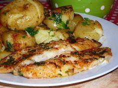 Peixinho no Forno Ingredientes: Filetes de peixe a gosto 5 dentes de alho azeite 1 folha de louro colorau (pimentão vermelho) a gosto sal e pimenta salsa picada folha de alumínio Forra-se um tabuleiro com papel de alumínio. Espalha-se um fio de azeite no fundo tabuleiro. Picam-se 3 dentes de alho miudinhos e espalham-se também …