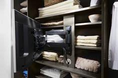 Bovendien is de ruimte achter de tv steun goed bereikbaar en er is geen verlies van bergruimte.