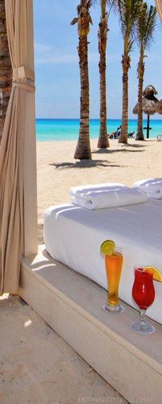 unas copas al aire libre en The Omni Resort in Cancun. Vacation Places, Vacation Destinations, Dream Vacations, Vacation Spots, Places To Travel, Places To Go, Cancun Vacation, Cancun Hotels, Hotels And Resorts