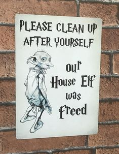 Harry Potter Sign Please Clean Up After Yourself Our House Elf Was freed - Celebration Harry Potter Halloween, Harry Potter Motto Party, Harry Potter Sign, Harry Potter Classroom, Images Harry Potter, Harry Potter Houses, Harry Potter Birthday, Harry Potter Sayings, Harry Potter Themed Party