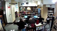 انفجار سيجارة إلكترونية في جيب موظف في أحد أسواق مدينة نيويورك الموظف أصيب بحروق من الدرجة الثالثة  http://ift.tt/2fYp3zo