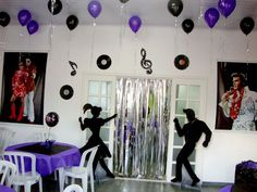 Decoração Anos 60 Music Themed Parties, Music Party, 70th Birthday Parties, Adult Birthday Party, Teen Girl Parties, Disco Party Decorations, Grandma Birthday, Retro Party, Karaoke