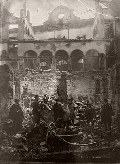 Estado en el que quedó el interior del Teatro Rosalía Castro tras el incendio de 1910.
