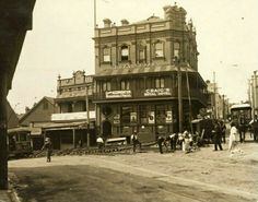 Craig's Royal Hotel at 237 Glenmore Rd,Paddington in eastern Sydney in the 1920s.   🌹