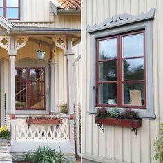 """Har äntligen fått tummen ur och flyttat blomlådorna från verandan, tycker att de gör sig bättre under fönstren så får verandan glänsa i all sin """"enkelhet""""."""