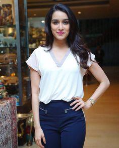 Bollywood fashion 315040936433733332 - Shraddha Kapoor Source by hameedprince Beautiful Bollywood Actress, Beautiful Indian Actress, Beautiful Actresses, Indian Bollywood Actress, Beautiful Women, Indian Celebrities, Bollywood Celebrities, Bollywood Stars, Bollywood Fashion