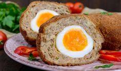Svátky jara se nesou ve znamení mnoha nejrůznějších tradic a zvyků, ale snad na žádném velikonočním stole nechybí zdobená vajíčka. Co ale s tolika vařenými vejci po Velikonocích? Zkuste jeden z těchto klasických i méně známých receptů! #vejce #varenavejce #vejcenatvrdo #vajecnatlacenka #tlacenka #velikonoce #velikonocnihody #masovekoule #receptyzvajec Veal Meat, Pecorino Cheese, Grilled Vegetables, Boiled Eggs, The Dish, Tray Bakes, Meatloaf, Ricotta, Italian Recipes