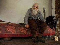 Ele é um senhor pobre de 99 anos. E você precisa ver o que ele faz.