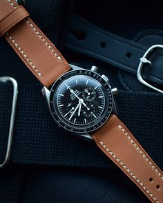 Omega Speedmaster professional on a classic barenia handcrafted leather strap by Atelier de Griff / Best Looking Watches, Cool Watches, Speedmaster Professional, Works With Alexa, Omega Speedmaster, Rolex, Gentleman, Watch Straps, Luxury