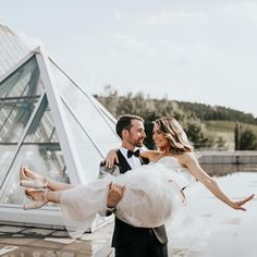 Edmonton wedding photographer / urban wedding photos / bride and groom / bridal photos / fun poses for bride and groom
