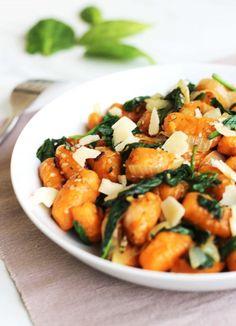 Gnocchis à la patate douce, épinards, sésame et parmesan | Contes et Délices