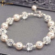 Make your casual wear stylsih with this stunning pear bracelet. Sehdev Jewellers #jewelry #Gemstone #pearl #bracelet #fashion #style #stylish #luxury #Lifestyle #stunning #elegant #fashionblogger #moto #stones #freshwater #fashionable