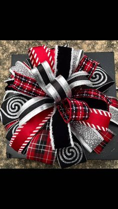 How to make the Leah Bow Tutorial using Probow The Hand, How to make bows, Bow making, DIY, bow making tutorial Christmas Bows, Christmas Projects, Holiday Crafts, Christmas Decorations, Xmas, Etsy Christmas, Diy Bow, Diy Ribbon, Ribbon Bows