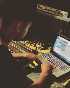 M.C. INFINITE @ #FamiliaUnitedRecords #photography #photo by @familiaunitedrecordz #fotografia #chicanorapper #westcoastartist #foto #mc #rapartist #mexicanfilipino #musicproducer #alternativemusic #rapartists #alternativehiphop #alternativerap #weedmusic #420music #funkartist #gfunk #horrorcoreartist #LatinoArtist #hiphopartist #popartist #poet #musicengineer #audioproduction #freestyler #audioengineer by familiaunitedrecords https://www.instagram.com/p/BF-3WsfGh5N/ #jonnyexistence #music