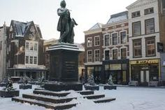 Scheffersplein: Het plein vernoemd naar Arie Scheffer met in het midden het monument van Arie Scheffer in Dordrecht