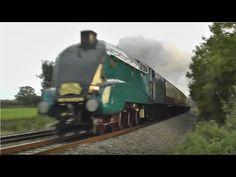 Primii 150 de ani din istoria căilor ferate au fost marcați de locomotivele cu abur care însă, treptat, după 1960, au fost la noi înlocuite de cele diesel și cele electrice. Locomotivele cu abur erau cu totul speciale, trebuia să ai multă grijă de ele, să te implici mereu, dar aveau mult suflet și erau ca niște ființe, a povestit într-un interviu pentru HotNews.ro, Octavian Udriște, unul dintre cei mai experimentați oameni din domeniul feroviar. Tot în articol puteți citi și câteva…