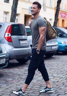 30代 ニットキャップ×Tシャツの着こなし(メンズ)   Italy Web