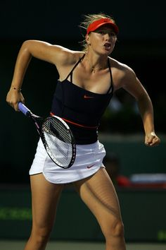 Maria Sharapova Photos - Maria Sharapova of Russia reacts after defeating Venus Williams at day five at the 2007 Sony Ericsson Open at the Tennis Center at Crandon Park on March 2007 in Miami, Florida. Maria Sharapova Hot, Sharapova Tennis, Monica Seles, Foto Sport, Maria Sarapova, Tennis World, Sony, Tennis Players Female, Sport Tennis