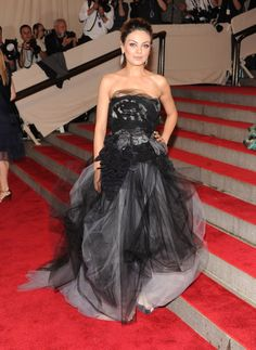 Pin for Later: 75 Moments Inoubliables du Met Gala Mila Kunis —2010