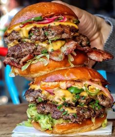Quick and Easy Burger Recipes for the Perfect Summer BBQ Party Packed burger tower here! Yum burgers are a amazing food and a stack of them is making my mouth water to the extreme! I Love Food, Good Food, Yummy Food, Healthy Food, Dinner Healthy, Healthy Eating, Beste Burger, Gourmet Burgers, Burger Food