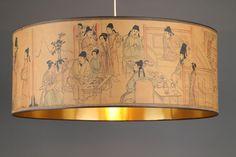 Lampenschirm Durchmesser:73cm LampenschirmHöhe:29cm In die traditionelle chinesische Malerei die Szenen mit menschlichen Körpern erzählen alltägliche Geschichten oder sie enthalten Hinweise auf di...