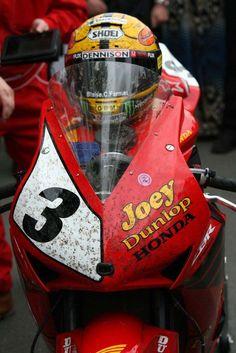 Photos: John McGuinness in Joey Dunlop's Honda Livery - Asphalt & Rubber Valentino Rossi, Grand Prix, Gp Moto, Racing Motorcycles, Custom Motorcycles, Sportbikes, Cafe Racer, Road Racing, Auto Racing