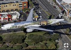 """An Air New Zealand Boeing (registered ZK-OKP) on final approach to Los Angeles-International, December in """"The Hobbit"""" special livery. Commercial Plane, Commercial Aircraft, Boeing 777 300, All Airlines, Boeing Aircraft, Aircraft Painting, Air New Zealand, Aviation Industry, Civil Aviation"""
