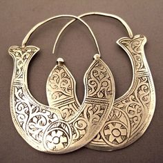 Silver, China Description: These earrings are Guizhou (Miao). The Yi from Yunan in China wear also this type of engraved earrings; Ear Jewelry, I Love Jewelry, Tribal Jewelry, Boho Jewelry, Jewelry Art, Silver Jewelry, Jewelry Accessories, Women Jewelry, Silver Earrings