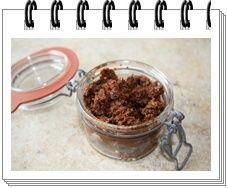100 g de tomates séchées 1 gousse d'ail 10 olives noires dénoyautées 5 anchois thym poivre 1 c. à soupe d'huile d'olive Mettre l'ail dans le bol et faire 1 sec.Turbo. Mettr…
