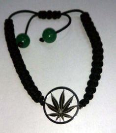 """Pulsera marihuana echa a mano en plata de ley y con dos piedras en su extremo del tipo """"aventurina"""". No la verás en ninguna otra parte."""