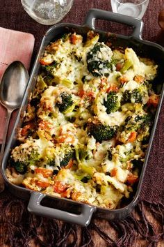 Healthy Meals Get the recipe for this amazing Slimming World cheesy broccoli bake - the perfect low fat mid week meal! - Get the recipe for this amazing Slimming World cheesy broccoli bake - the perfect low fat mid week meal! Baked Dinner Recipes, Diet Recipes, Cooking Recipes, Healthy Recipes, Low Fat Pasta Recipes, Vegetarian Cooking, Low Fat Dinner Recipes, Uk Recipes, Slimming World Vegetarian Recipes