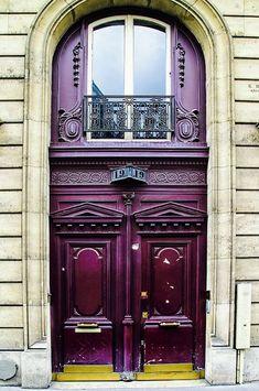 Bonjour à tous ! Hello everyone! © Georgia Fowler #color #paris #rue #door