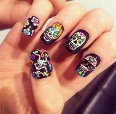 Sugar skull nail art....I looooove this!