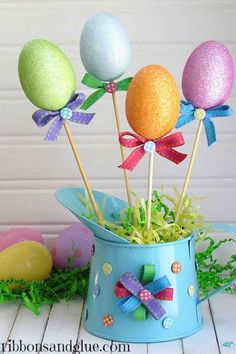15 Dollar-Store Crafts That Double As Easter Decor Hop on over to the dollar store to stock up on supplies for these Easter crafts that won't break the bank. Dollar Store Crafts, Dollar Stores, Diy Craft Projects, Diy Crafts, Diy Osterschmuck, Diy Ostern, Easter Bunny Decorations, Easter Centerpiece, Easter Wreaths