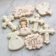 Chloe's first communion First Holy Communion Cake, Holy Communion Dresses, First Communion Invitations, Communion Favors, Communion Centerpieces, Cake Paris, Christening Cookies, First Communion Decorations, Communion Hairstyles