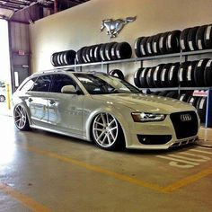 Audi A4 B8 Avant - Low Classic cool in a contemporary setting