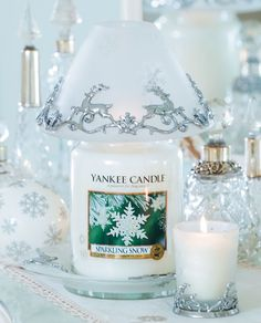 My favorite Christmas candle scent ever! Yankee Candle Christmas, Christmas Scents, Christmas Candles, White Christmas, Christmas Gifts, Glade Candles, Scented Candles, Candle Jars, Yankee Candle Shades