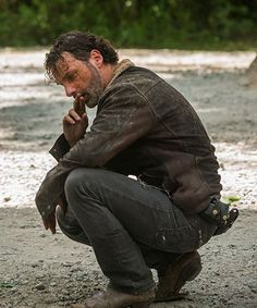 Andrew Lincoln talks about why this episode was Rick's hardest ever, and how epic the new The Walking Dead season will be. The Walking Dead 7, Walking Dead Tv Series, Walking Dead Memes, Walking Dead Season, Andrew Lincoln, Rick Grimes, Judith Grimes, Negan And Carl, Glenn Rhee