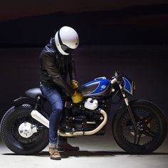 For you lovers of motorcycle modification certainly familiar with the term cafe racer. Yes, Cafer racer can be regarded as among the streams / style modification motor in the first place until now still loved. Yamaha Cafe Racer, Inazuma Cafe Racer, Cafe Bike, Ducati, Honda Cx500, Honda Motorcycles, Vintage Bikes, Vintage Motorcycles, Custom Motorcycles