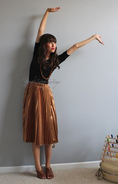 Love the skirt and shoes.  Vintage2Vogue: Bronze
