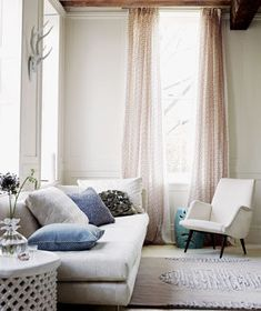 20 Decorator Tricks for Small Living Rooms and More , Living in an apartment, or in an older home with tiny rooms, can present a challenge: how to make your limited space seem larger. Small Living Rooms, Living Room Designs, Window Curtains Living Room, Lilac Living Rooms, Home Decor, Room Decor, Home Decor Tips, Apartment Decor, Beige Room