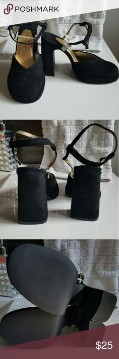 🆕 Chinese Laundery chunky  black heels 🆕Chinese Laundery chunky black heels. Little bit of gold color of inside strap wearing off, but nothing on the outside where it shows. Chinese Laundry Shoes Heels