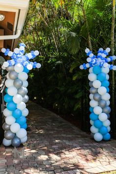 Disney's Frozen inspired birthday party Frozen Tea Party, Disney Frozen Birthday, Elsa Birthday, Frozen Themed Birthday Party, 5th Birthday Party Ideas, Frozen Party Invitations, Frozen Decorations, Balloon Columns, Peacock