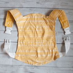Onbu, onbuhimo, buckle carrier with bamboo for babywearing.