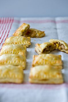 ~Chicken Relleno Pies~ I wasn't thrilled with these. They look delicious, but there are better and easier fillings out there. Spicy Recipes, Mexican Food Recipes, Appetizer Recipes, Appetizers, Sandwiches, Brunch, Wraps, Soup And Sandwich, Sweet Tarts